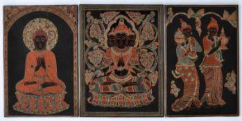 LACKBILDER, Konvolut von 3, wohl Burma, Sgrafotechnik/ Holz, Frauen beim Tempeldienst, sitzender