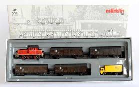 """ZUGPACKUNG, """"500 Jahre Post"""", Diesellokomotive BR 260 mit 4 Güterwagen sowie Paketpost-Lkw, Herst."""