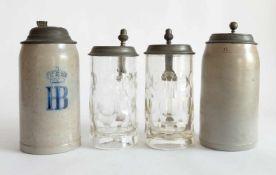 BIERKRÜGE/ HUMPEN, Konvolut von 4, um 1900, München, Zinnklappdeckel mit Daumendrücker, dort je