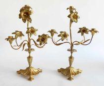 PAAR KERZENHALTER, Frankreich, 19. Jh., Bronze/Messing, Reste von Vergoldung, umlaufend kallelierter