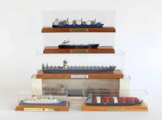 SCHIFFSMODELLSAMMLUNG, 5x Hersteller Modellbau Konrad HANSA Schiffsminiaturen, Holzsockel mit