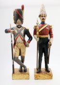 Holzschnitzerei - 2 Soldaten Englischer und französischer Soldat, beide auf quadratischer,