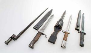 4 Bajonette, Ersatzseitengewehr mit Sägerücken u.a. Gekürztes Seitengewehr 98/05 a.A. mit