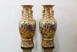 Großes Bodenvasenpaar-Satsuma - China Gebauchte Form, feine Malkunst, beidseitig vergoldete
