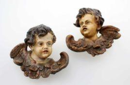 2 Barockputten - 18. Jahrhundert Gesichter polychrom staffiert, starke Patina, fein geschnitzt, wohl
