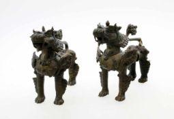 Paar Wächterlöwen - Fo Hunde Tibet Schwere Bronzefiguren, schöne Handarbeit. Maße: 15 x 15 cm.