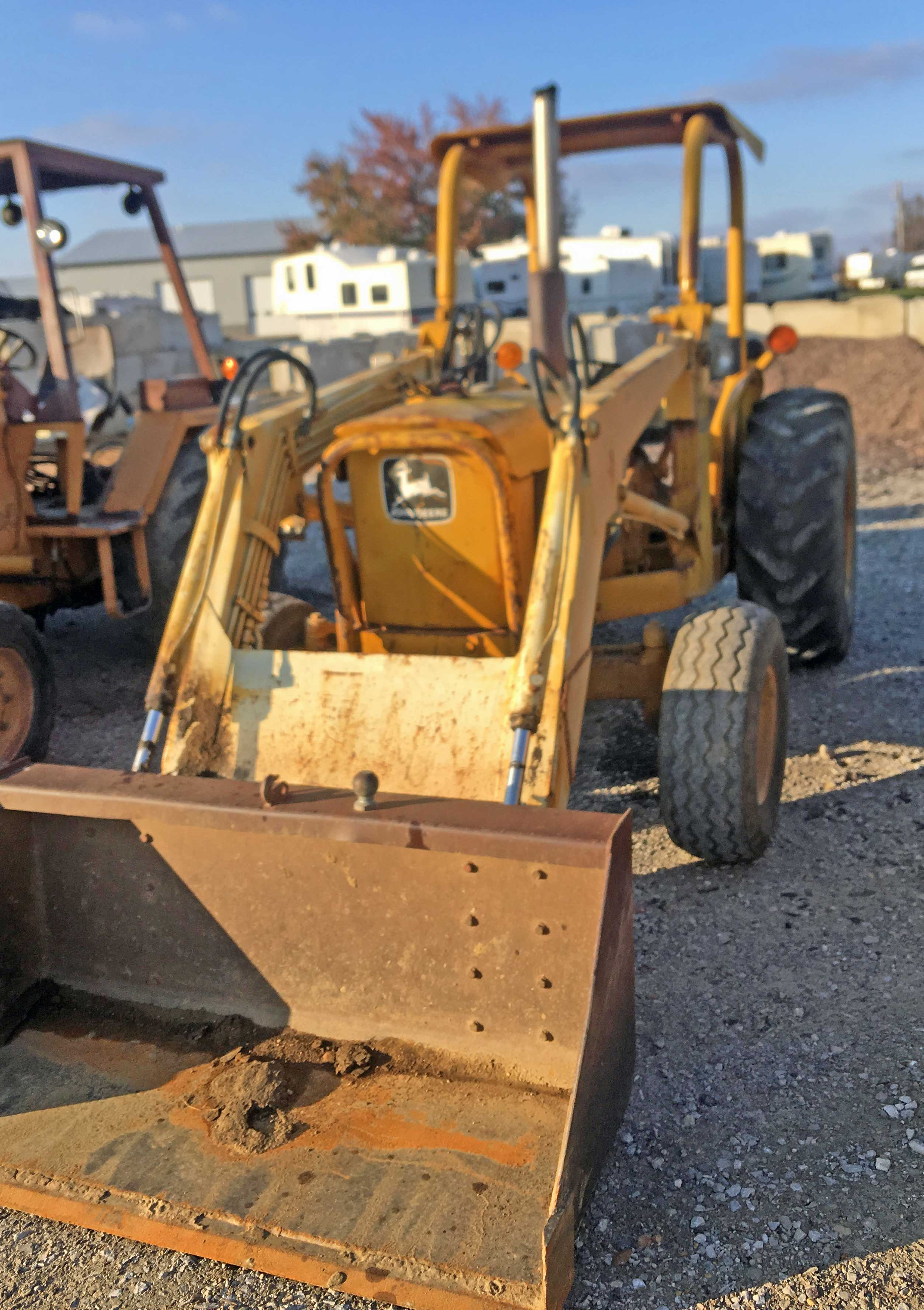 Lot 6 - 987 John Deere 401C Tractor with Loader. 987 Hrs
