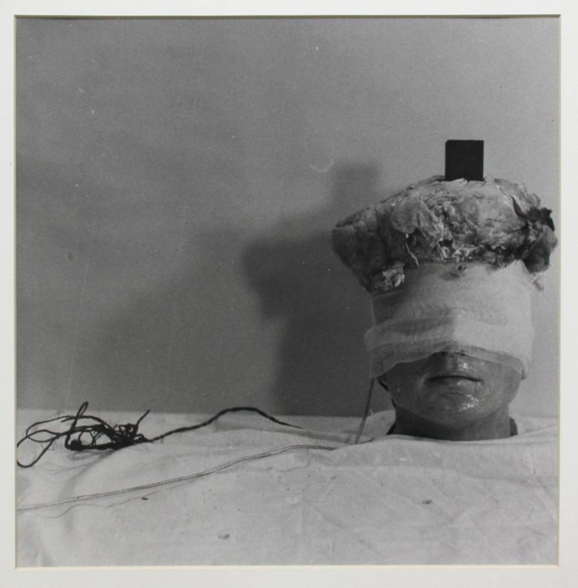 Los 55 - Schwarzkogler Rudolf (1940-1969) Ohne Titel Fotografie 34 x 34 cm