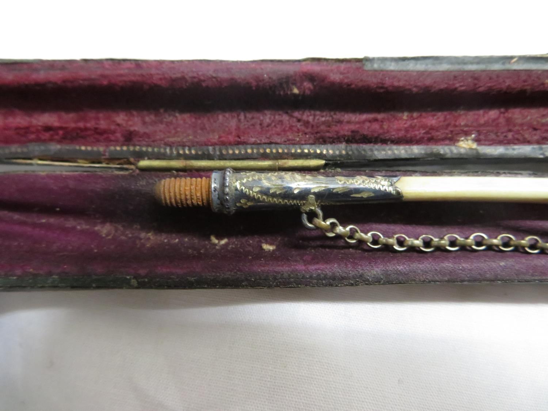 Lot 39 - Boxed church wardens albatros bone stem pipe with case