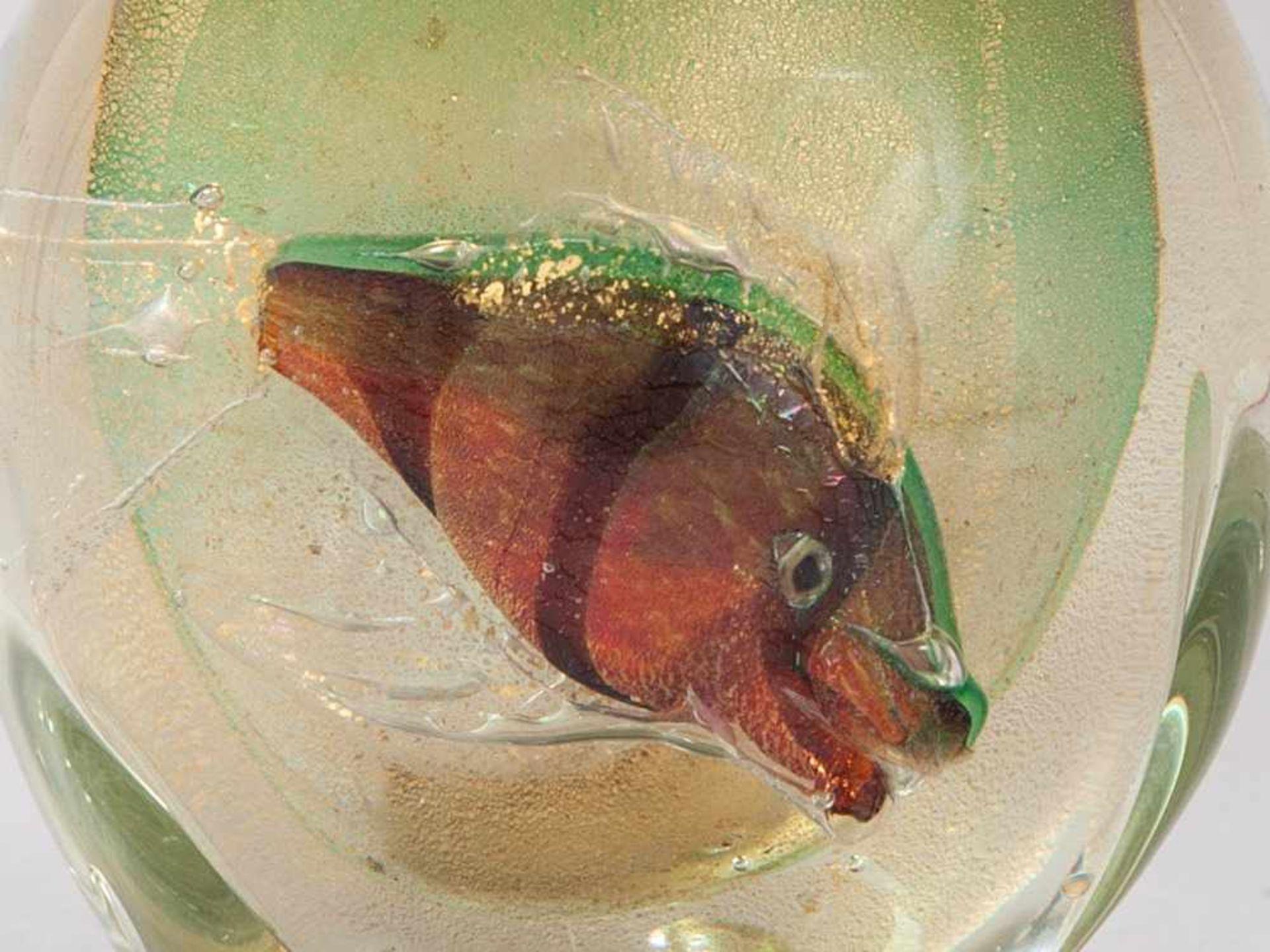 Los 107 - Murano Table Lighter, Italy, c. 1950 Italy, c. 1950. Murano glass in aquarium style Opaque,