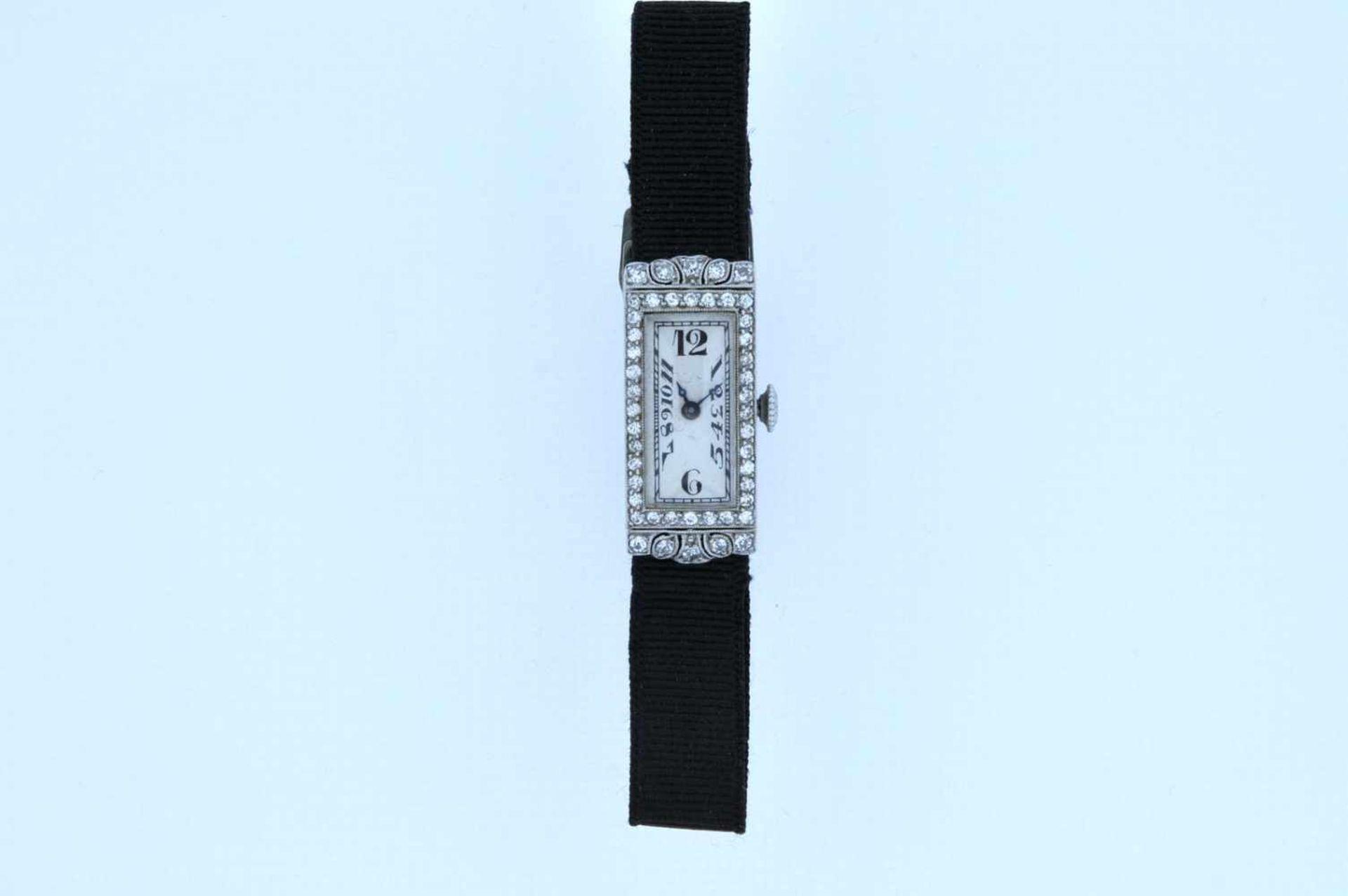 Los 11 - Damenuhr Art-Deco Platin Damenuhr mit Achtkantdiamanten, zus.ca. 0,60 ct, Handaufzug, Ankerwerk,