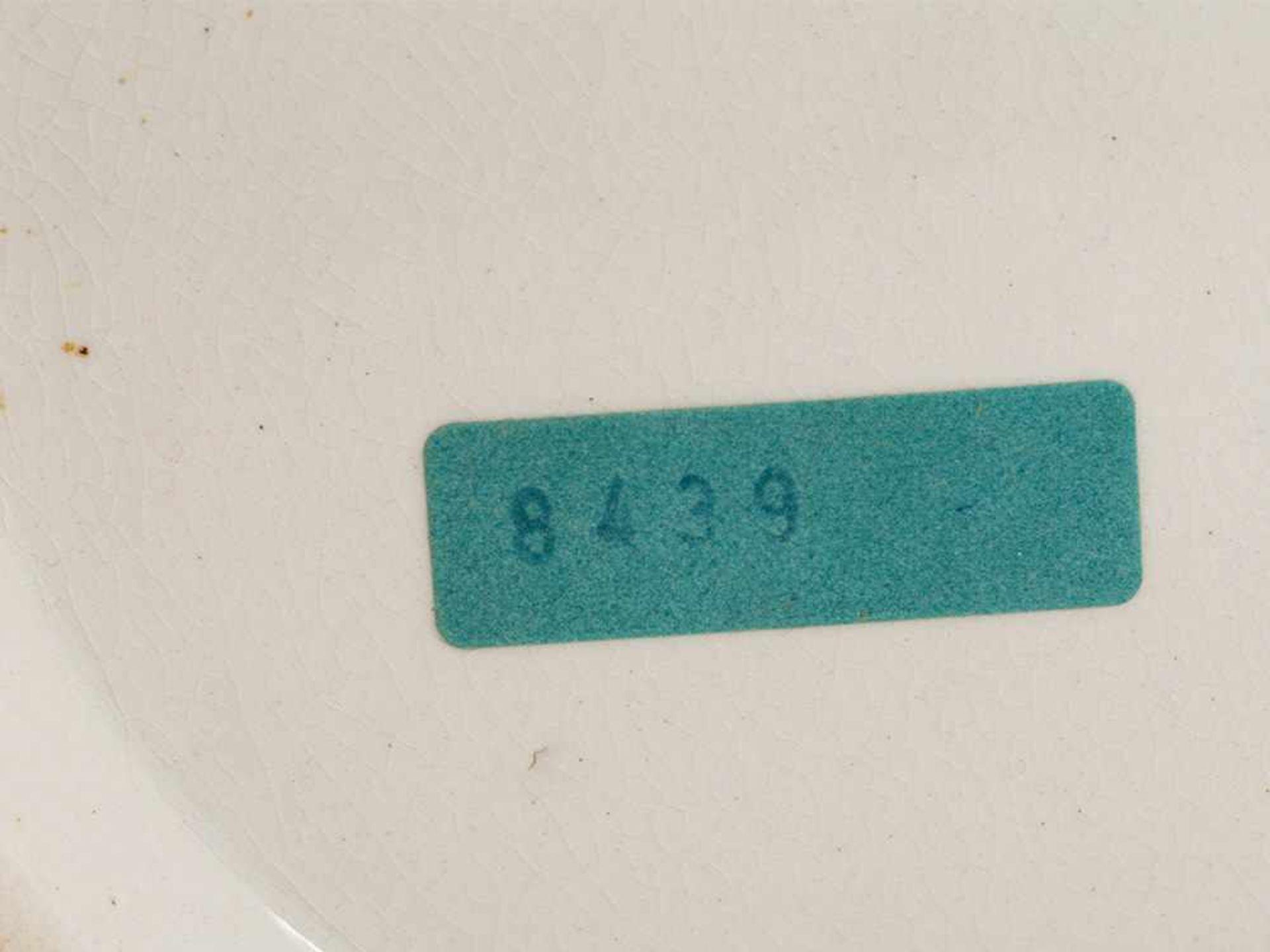 Los 87 - Drei große Apothekergefäße in Magenta Rot, England, 19./20. JH Keramik, weiß und Magenta Rot