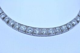 Collier Platin Brillantcollier, zus.ca. 7,6 ct, Länge ca. 45 cm, 34 g. Necklace Necklace with