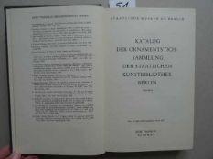 Bibliographie.- Katalog der Ornamentstichsammlung der Staatlichen Kunstbibliothek Berlin. 2 Bde.