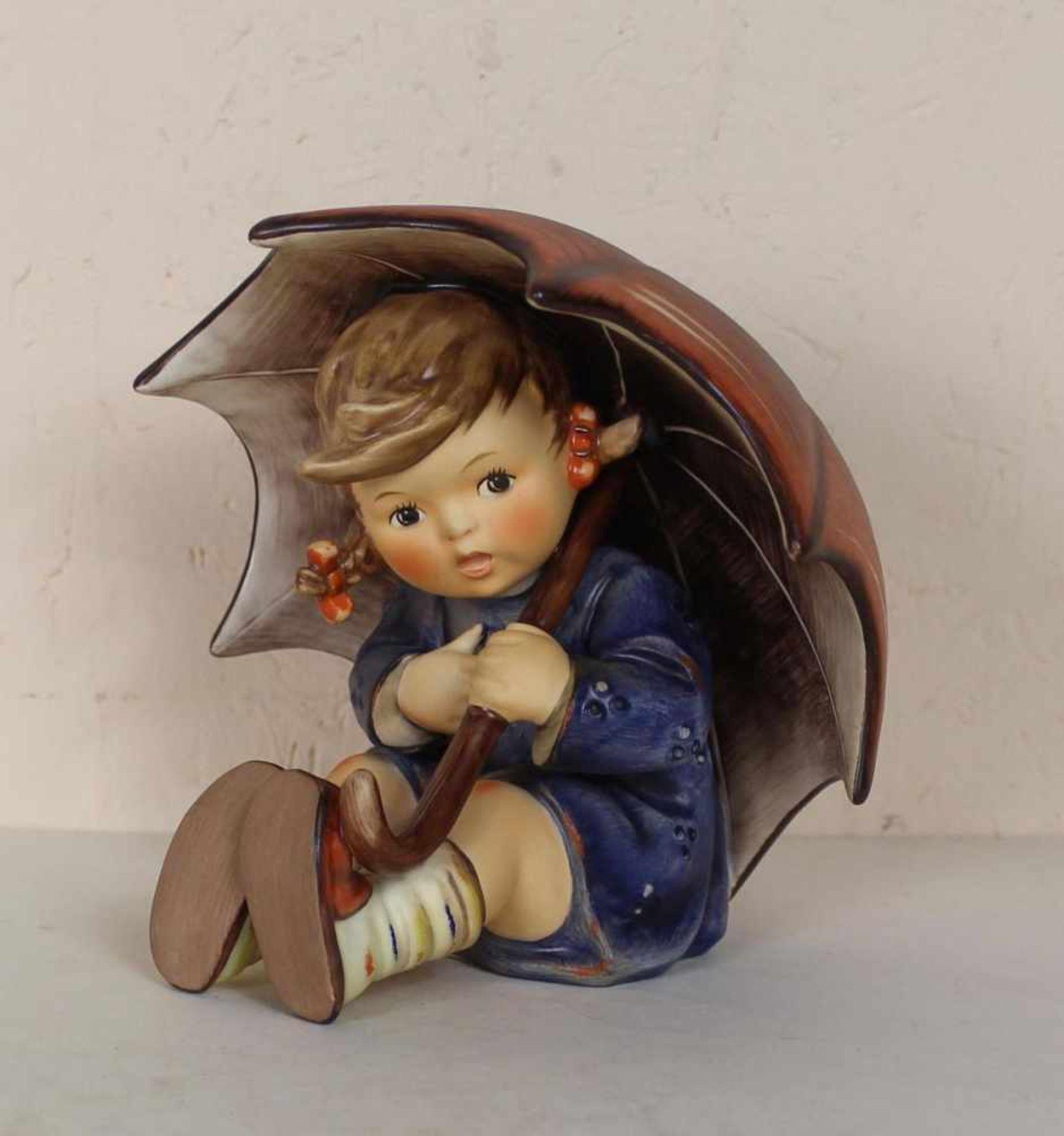 Hummelfigur Mädchen mit Regenschirm, Nummer152/0 B, unbeschädigt im Originalkarton, Höhe ca 12 cm.