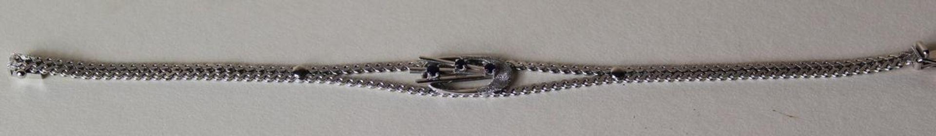 Armband geflochten Weissgold 14 kt mit synt. Saphiren, ein Stein beschädigt, punziert 585, Länge ca.