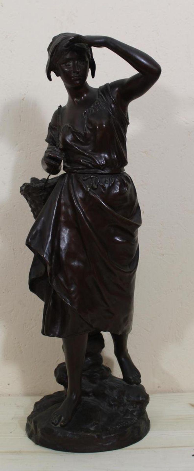 Eugene Laurent: Bronzefigur Fischerin Frankreich Ende 19. Jh., Bronze braun patiniert, am Sockel