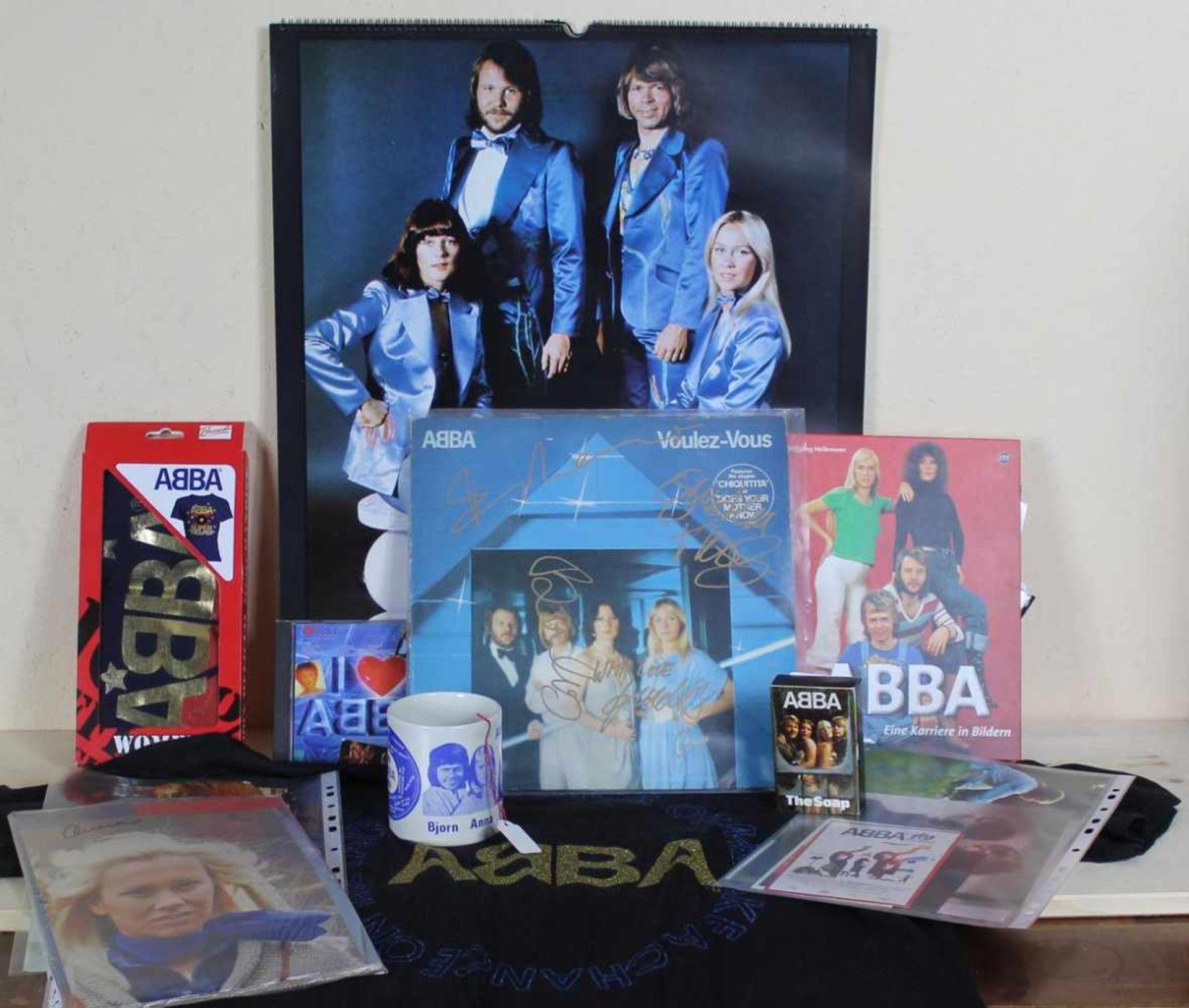 Grosses Konvolut ABBA memorabilia bestehend aus 1 CD I love ABBA Polystar, 1 LP Voulez-Vous Epic S