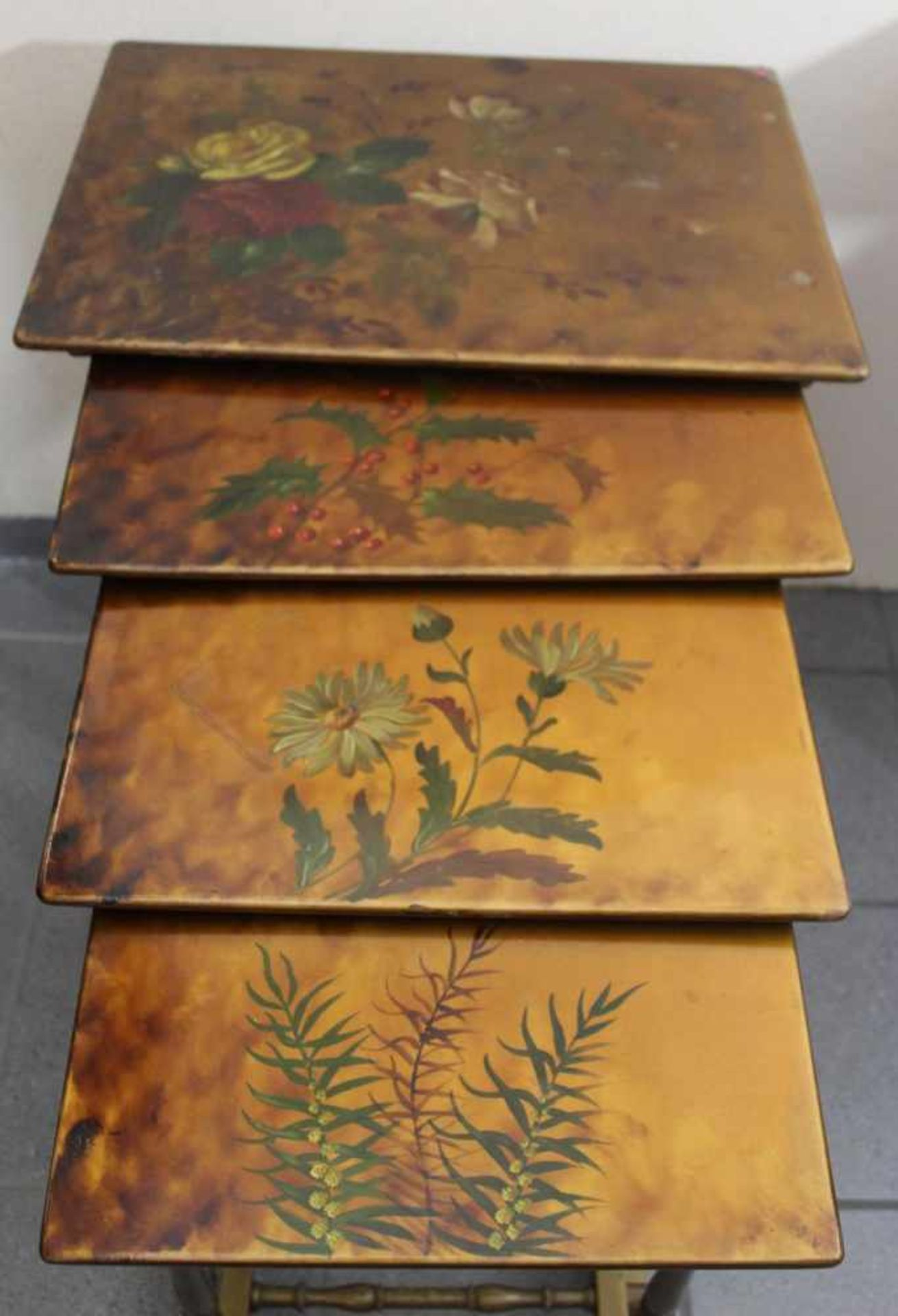 Satz Jugendstiltische 4 Stck., wohl Frankreich um 1900, Massivholz floral und golden bemalt, Höhe
