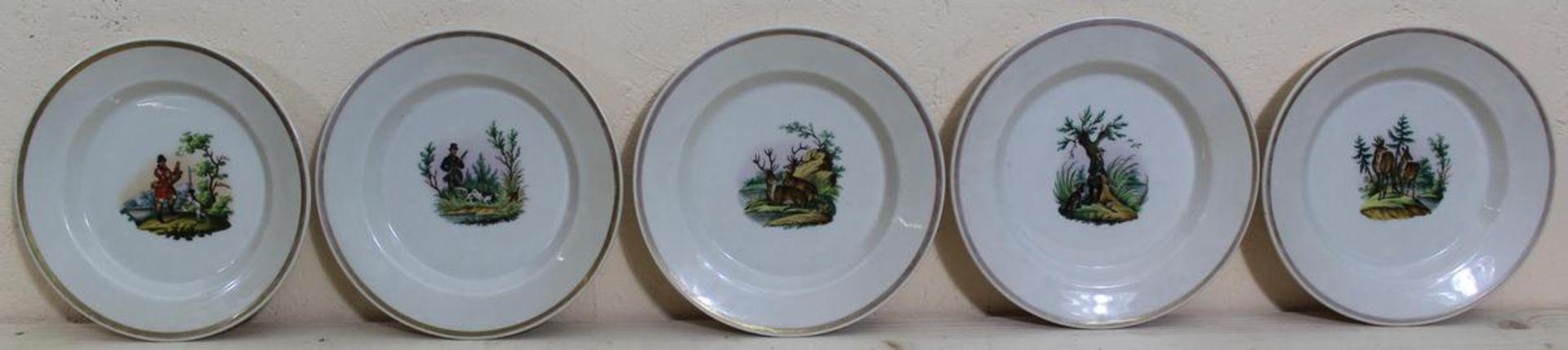 5 Teller mit jagdlichen Motiven KPM-Berlin vor 1850, im Spiegel Darstellung von Jägern, Hunden,