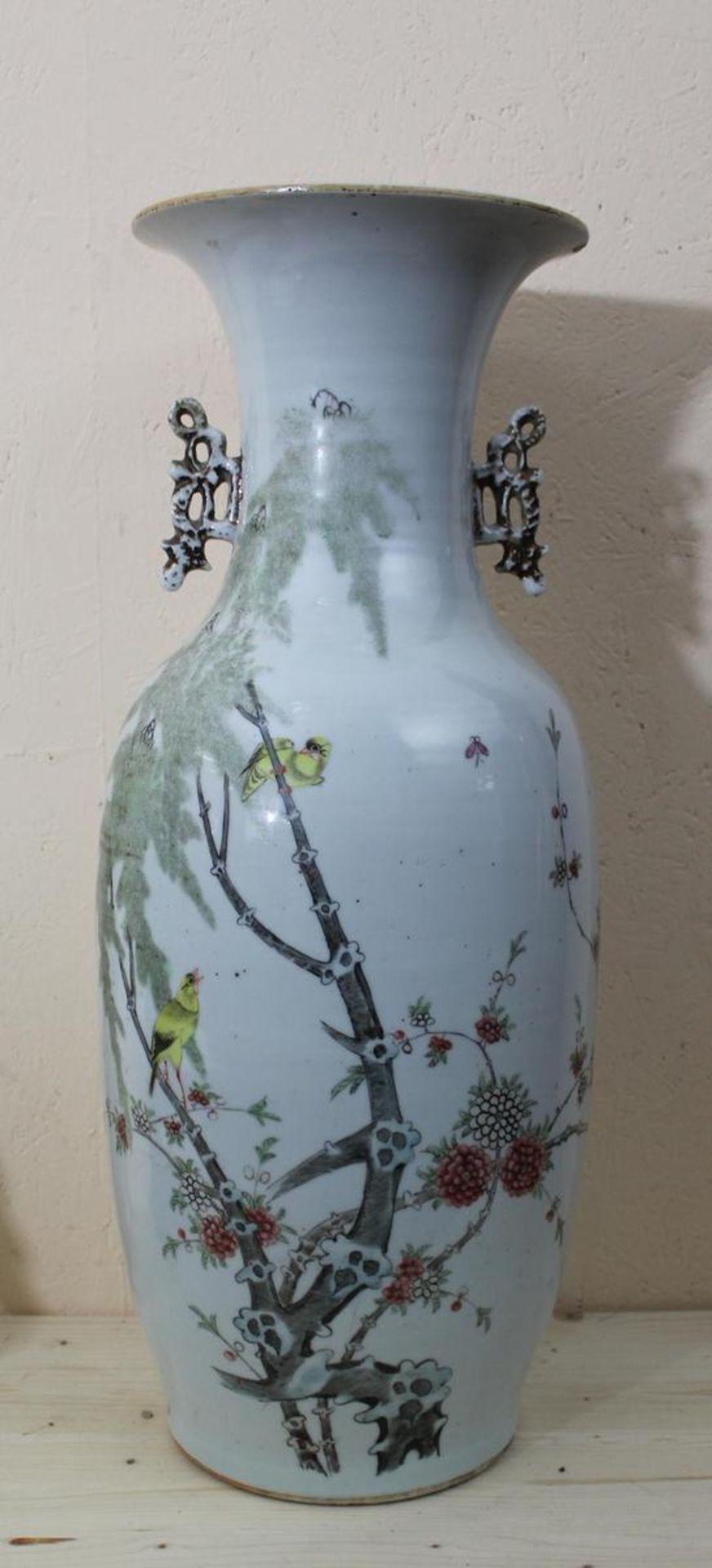 Grosse Vase China Jingdezhen shu pin, Republikzeit 1920-40, Porzellan mehrfarbig staffiert mit