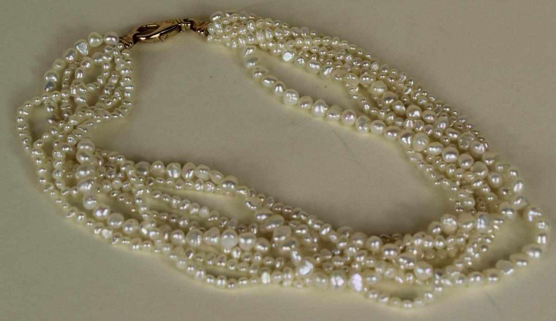 Perlenkette mit Goldverschluss 14 kt, verschieden grosse Süsswasserperlen, Verschluss punziert