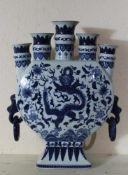 Vase China Republikzeit Blaumalerei mit Drachen und Blumen, 2 Henkel, Höhe ca. 44,5 cm, Breite ca.