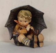 Hummelfigur Junge mit Regenschirm Nr. 152/0 A, farbig staffiert, unbeschädigt, Goebel mit