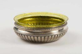 Anbieteschale Silber 800, bauchige Wandung mit ornamentalem floralem Randdekor, Reste einer