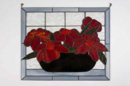 Glasbild in der Art Tiffany, Rote Blumen im Korb, mit Hängevorrichtung;