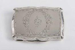 Rechteckige kleine Deckeldose Silber, feine florale Gravur, goullochiert, Innenvergoldung, im