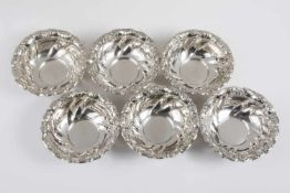 6 tiefe Schüsseln Silber 800, Wandung in Form eines gedrehten Faltenwurfes, Rand mit plastisch