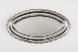 Ovale Anbieteplatte Metall, versilbert, ornamental gearbeiteter Rand, Länge 48,5 cm, 1000 g;