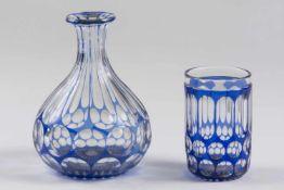 Sturzglasflasche, Ende 19.Jh., ohne Stöpsel, 1 Becher, farbloses blaues Überfangglas, geschliffen,