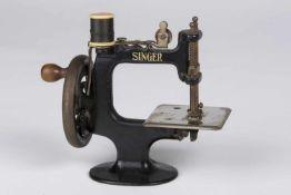 Kleine Kindernähmaschine Marke Singer, zur Preisbestimmung;