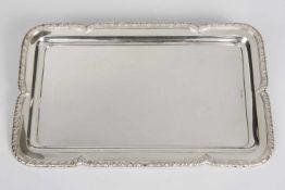Rechteckiger Anbietteller Silber 800, Rand mit Akanthusblattdekor, 38x23 cm, 829,4 g, österr.