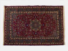 Perserteppich Gum Seide, 227x136 cm, (3.08 m2), hellbrauner Fond, dunkles Mittelmedaillon und