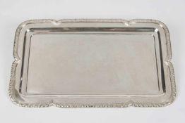 Rechteckiger Anbietteller Silber 800, Rand mit Akanthusblattdekor, 38x23 cm, 724,4 g, österr.