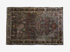 Perserteppich Seide auf Seide, 155x93 cm, (1,44m2), dunkelblauer Fond mit stilisiertem Blatt- und