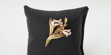Brosche Glockenblumen Gold/Roségold 585, Kulturperlen, plastisch gearbeitet, 10,5g, gebraucht