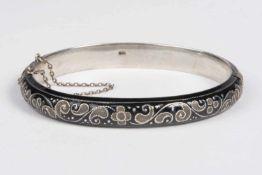 Armreif Silber 800 teilweise emailliert, Steckschließe Sicherheitskette,18,7 g;
