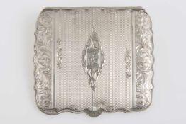 Rechteckige PuderdoseSilber 925, reiche Verzierung, gouillochiert, mit Monogrammgravur, Spiegel
