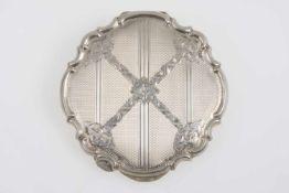 Runde PuderdoseSilber 925, gouillochiert, mit verziertem Rand, Spiegeleinsatz und Quaste,