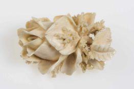 BroscheRose, geschnitztes Elfenbein, 26 g,
