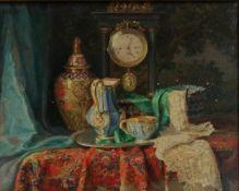 Lea Reinhart, (Brünn 1877-1970 Wien) Stillleben mit Ziergegenständen und Kommodenuhr, oben links