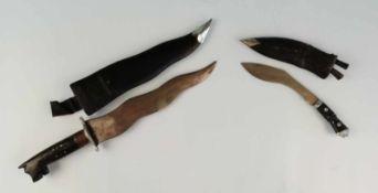 Indisches Krummmesser Gurkha, 1 südostasiat. Kris,mit 2 kleinen Messern, Griff mit