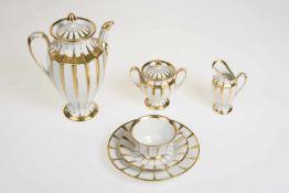 KaffeservicePorzellan, weiß mit gold kombiniert, Marke Fürstenberg Grecque, Dekor Athena,