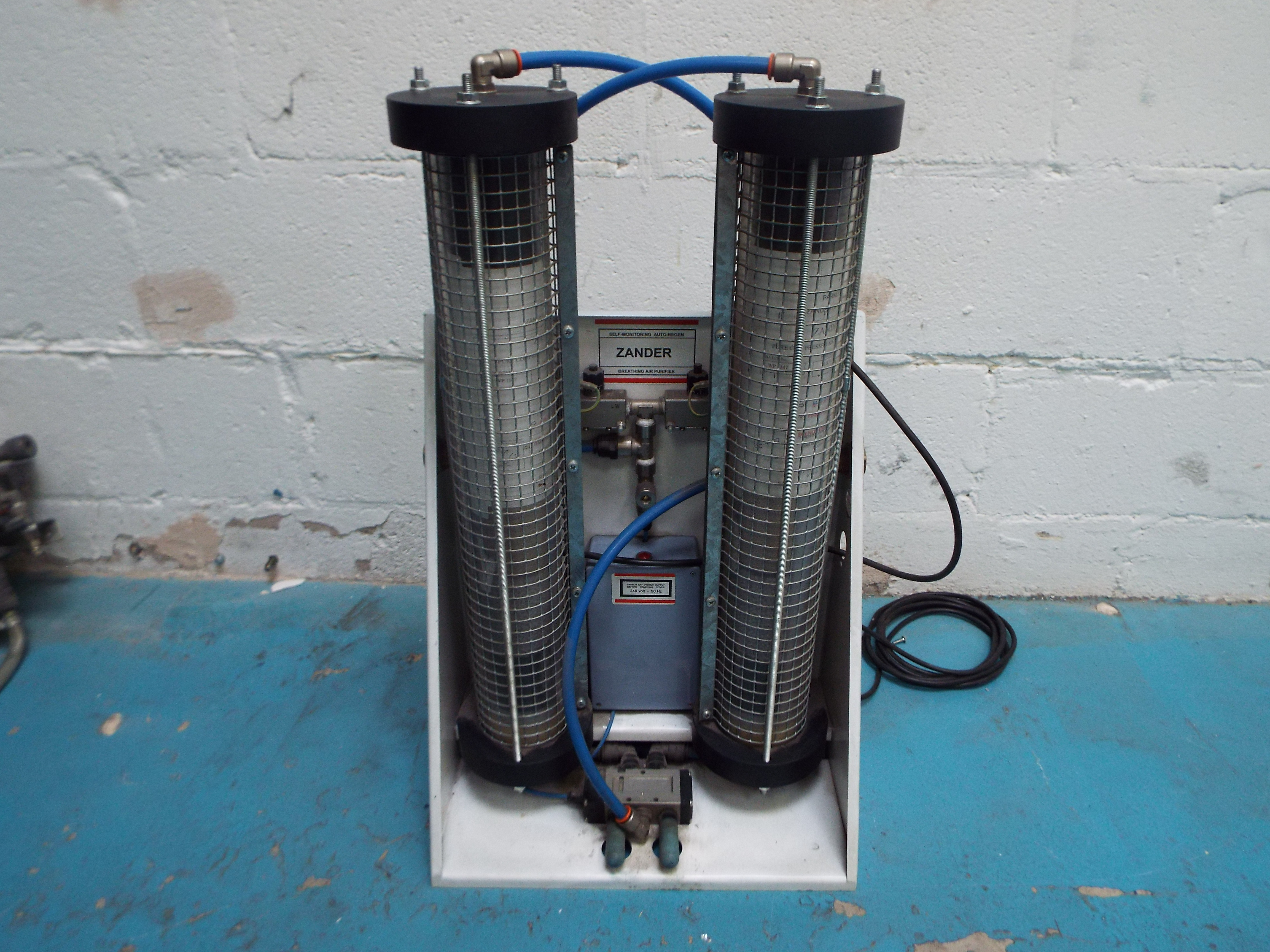 Lot 28 - Zander Breathing Air Purifier