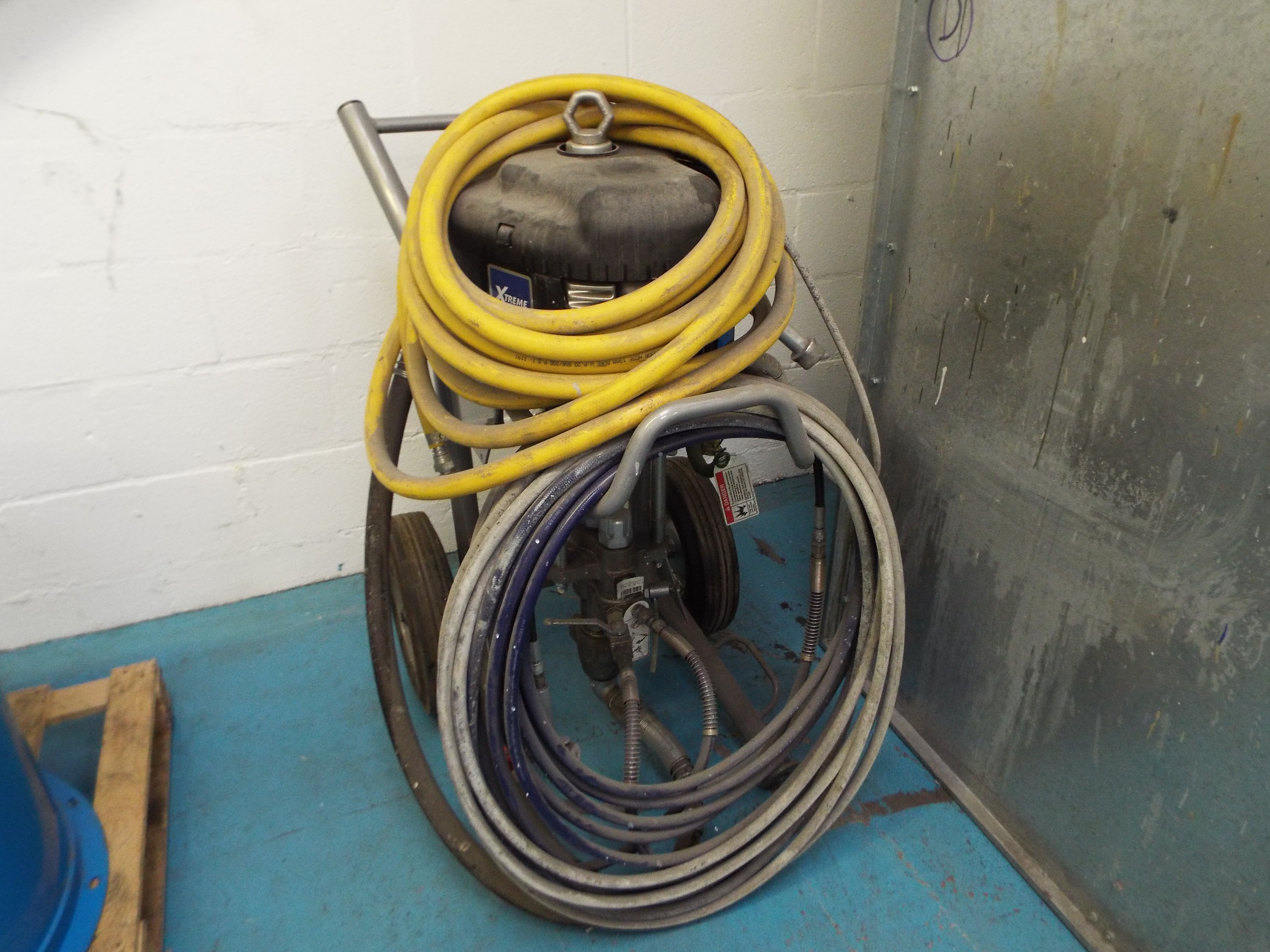Lot 27 - Graco Powered Airless Paint Spraying Unit
