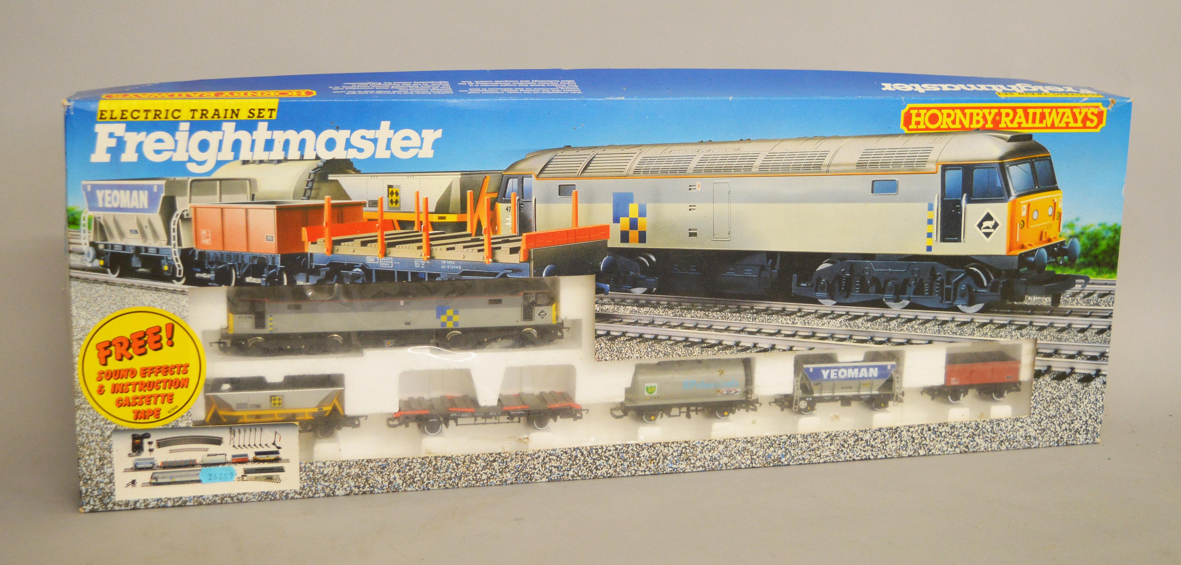 Lot 31 - OO gauge. Hornby R697 Freightmaster train set, comprising: Class 47 diesel locomotive; five wagons.